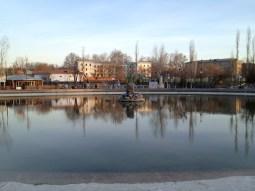 Petit étang d'un des nombreux parcs de loisir de Tachkent