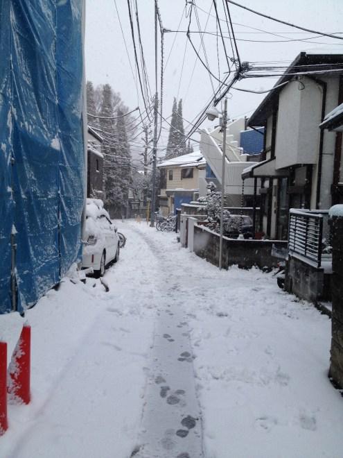 Sous la neige, notre petite rue...