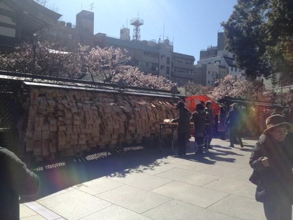 Les allées couvertes de prières des étudiants !