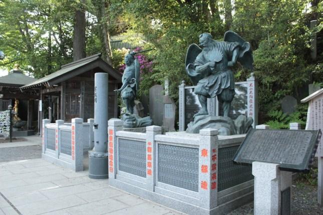 Les gardiens du temple bouddhiste