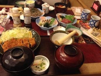 Teishoku: menu en restaurant (http://www.gnavi.co.jp/en/articles/japanese_cuisine/teishoku/)