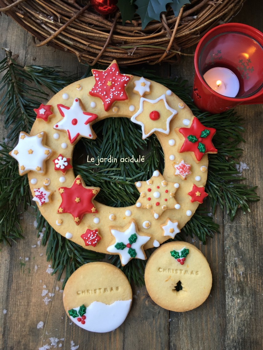 couronne en biscuits de Noël