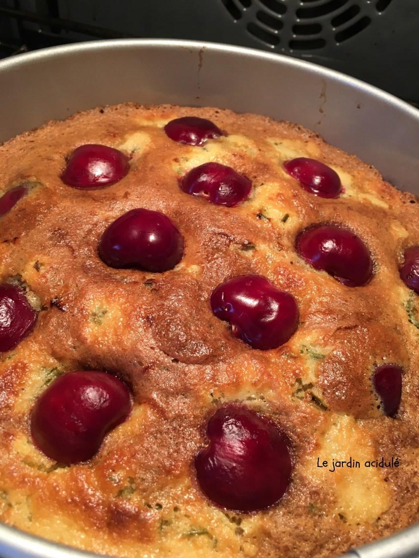 Gâteau huile d'olive cerises romarain 5