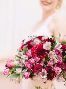 Le Jardin d'Audrey - Deep red bridal bouquet