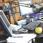 Dans un studio d'une radio au Burundi