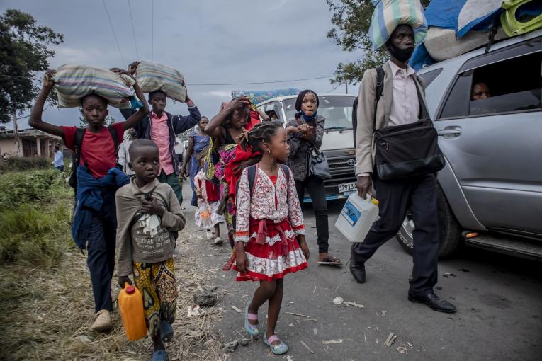 Des enfants évacués suite à l'éruption volcanique du Nyiragongo