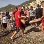 Les baigneurs tunisiens à la plage