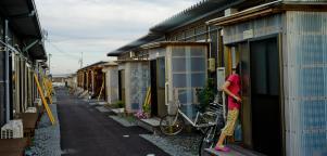 Logements provisoires pour personnes déplacées à Minamisoma, Japon.