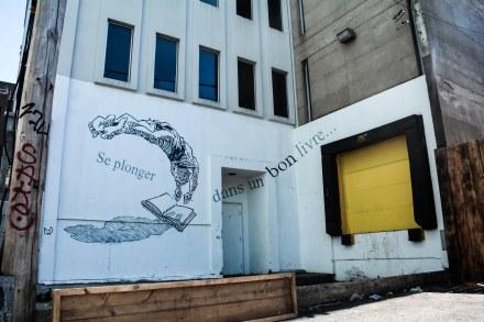 «Murs à mots»   Artistes: Bruno Rouyère et Dominique Desbiens   Année: 2014  Plus d'infos: http://www.mumtl.org/projets/murs-a-mots-2014/