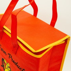 non-woven bag with additional insulation, a full-flap zipper and contrast piping colour