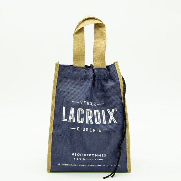 LaCroix Ciderie uses a linear typographic hierarchy to denote importance