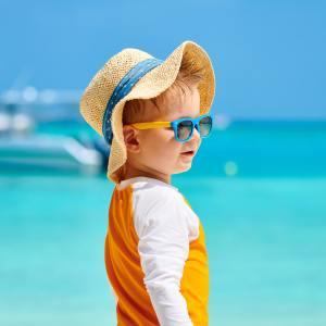 lekarzrodzinny.blog: Jak zadbać o wzrok na wakacjach? Co mieć ze sobą w podróży?
