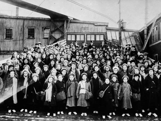 Les Britanniques ont envoyé au Canada 80 000 enfants nés hors mariages ou abandonnés. Parmi eux le grand-père de Gilles Duceppe.