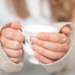 lekker naïef handen theekopje