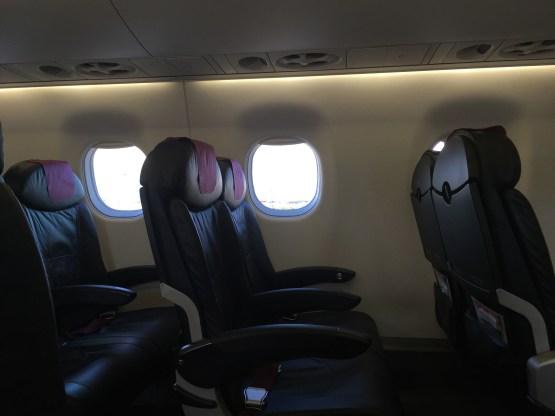 E170座席