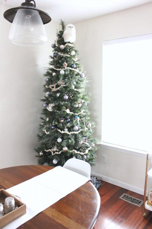 minimalist natural christmas tree decor