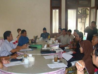 Diskusi LH bersama Staf KNLH di Hotel Jayadipa Batang