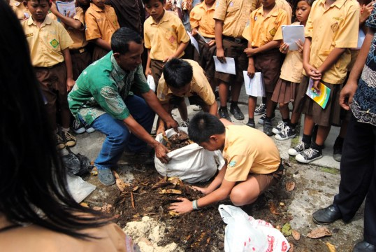 Pengabdian Lembaga Edukasi Lingkungan pada Bidang Pendidikan