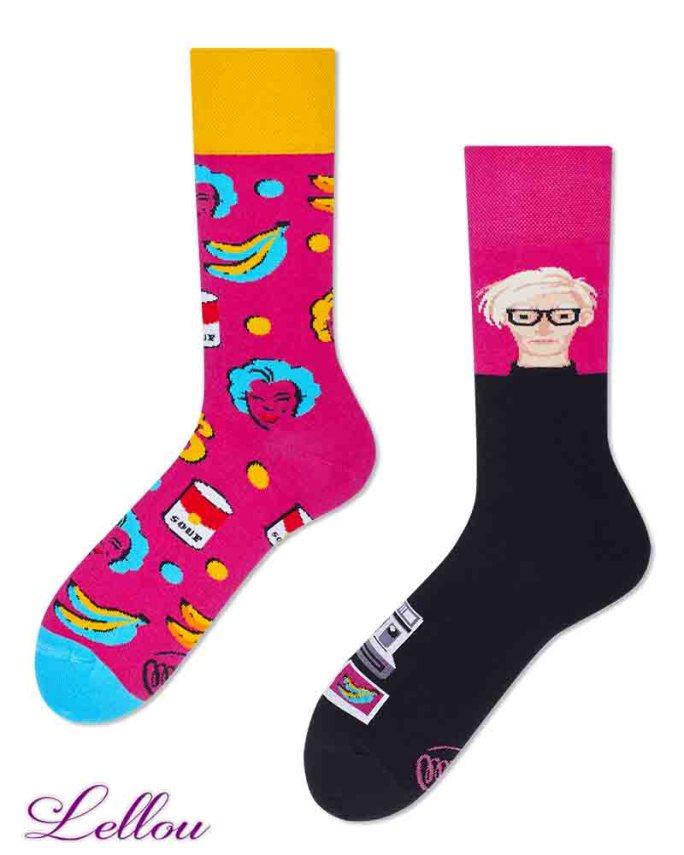 Chaussettes dépareillées Pop Socks amusantes et drôles. La vie est trop courte pour des chaussettes ennuyeuses! Production Europe