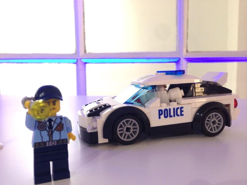 LEGO - POLICIER ET VOITURE DE POLICE