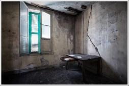 Creepy room & creepy desk