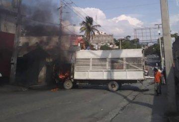 Haïti-Insécurité : Des individus ont incendié un camion de la United Plastics S.A 7