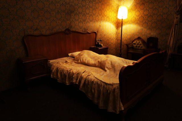honeymoon-hotel-dark-park