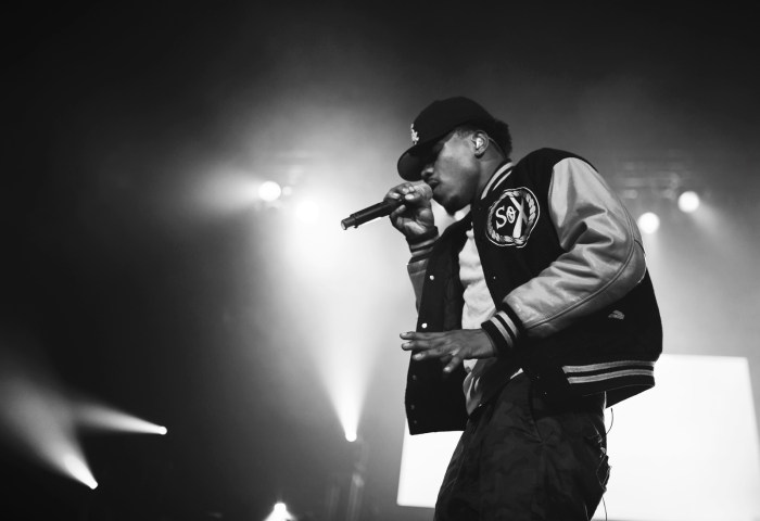 chance-the-rapper-singing-live