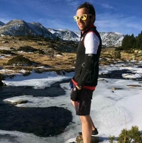 Guillaume Delpech coureur équipe 5doigts en FiveFingers sur la glace