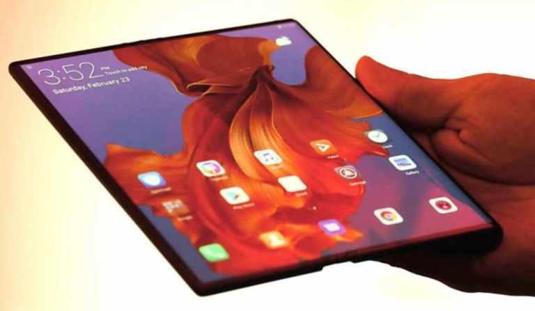 Huawei Mate X VS Samsung foldable phone