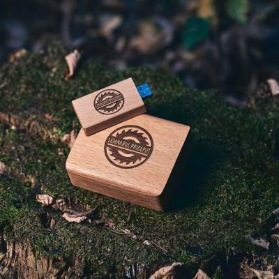 Cutie lemn masiv FAG + Stick USB Lemn 3.0