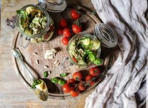 farro con pesto, pomodorini e zucchine grigliate