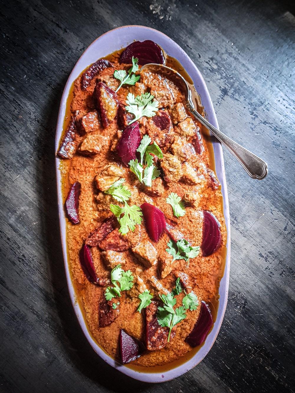 spezzatino di manzo al curry con barbe rosse