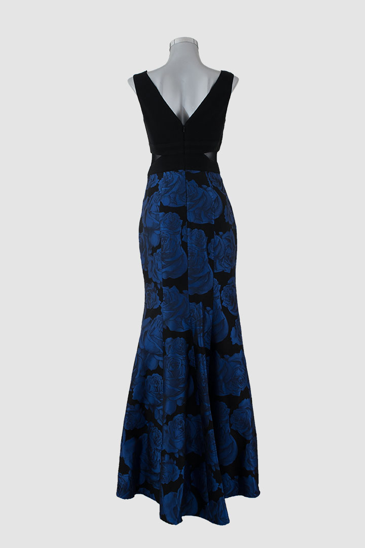 Vestido negro con flores azules