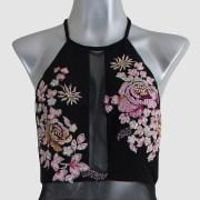 renta-de-vestidos-en-puebla-negro-con-flores-rosas-transparencias-close