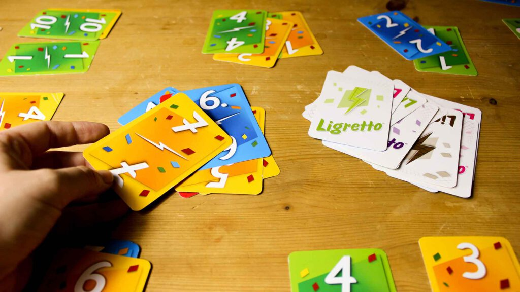 Bild vom Kartenspiel Ligretto. Aus dem Artikel: Unsere Top 5 Gesellschaftsspiele gegen Langeweile