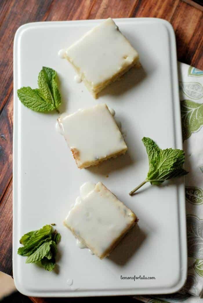 Lemon bars with a sweet tea twist! www.lemonsforlulu.com