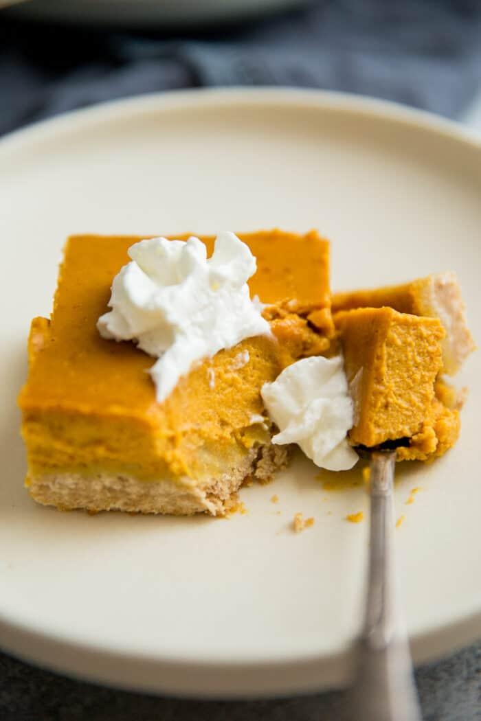 Pumpkin pie bars with a fork