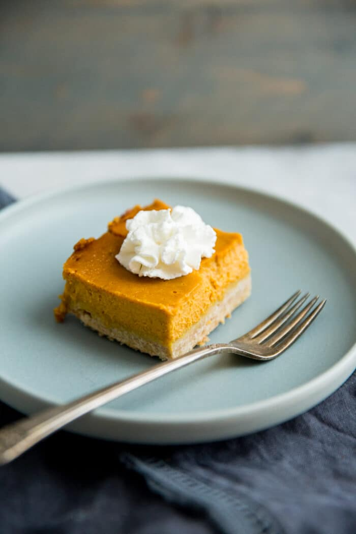 piece of pumpkin pie bars