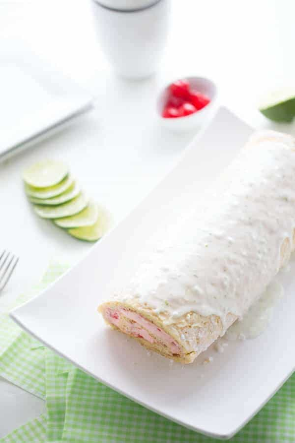 A simple cake roll with a perfectly sweet and tart flavor combination! lemonsforlulu.com