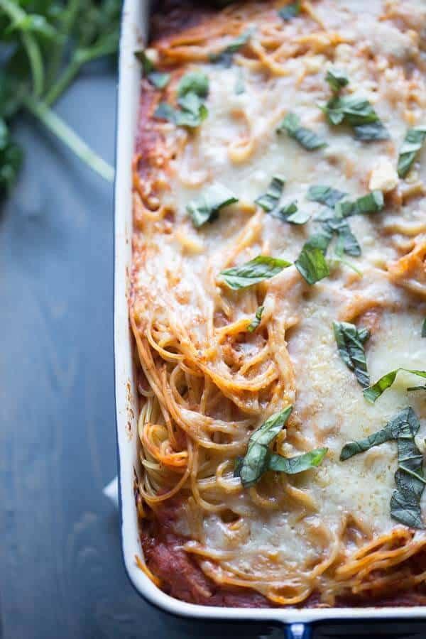 Spaghetti casserole with a cheesy filing, and sauce loaded with veggies! lemonsforlulu.com