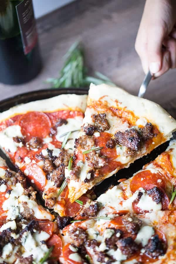 Italian sausage pizza recipe that is so simple and delicious yet tastes so gourmet! lemonsforlulu.com