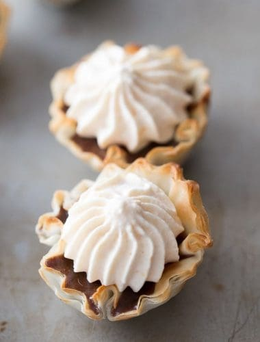 Mini Nutella no bake pies are perfect little bites! They are little but rich especially with the luscious pumpkin whipped cream! lemonsforlulu.com