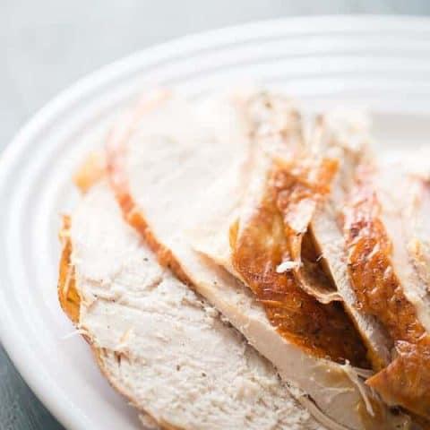 A simple roast turkey recipe for anyone! lemonsforlulu.com