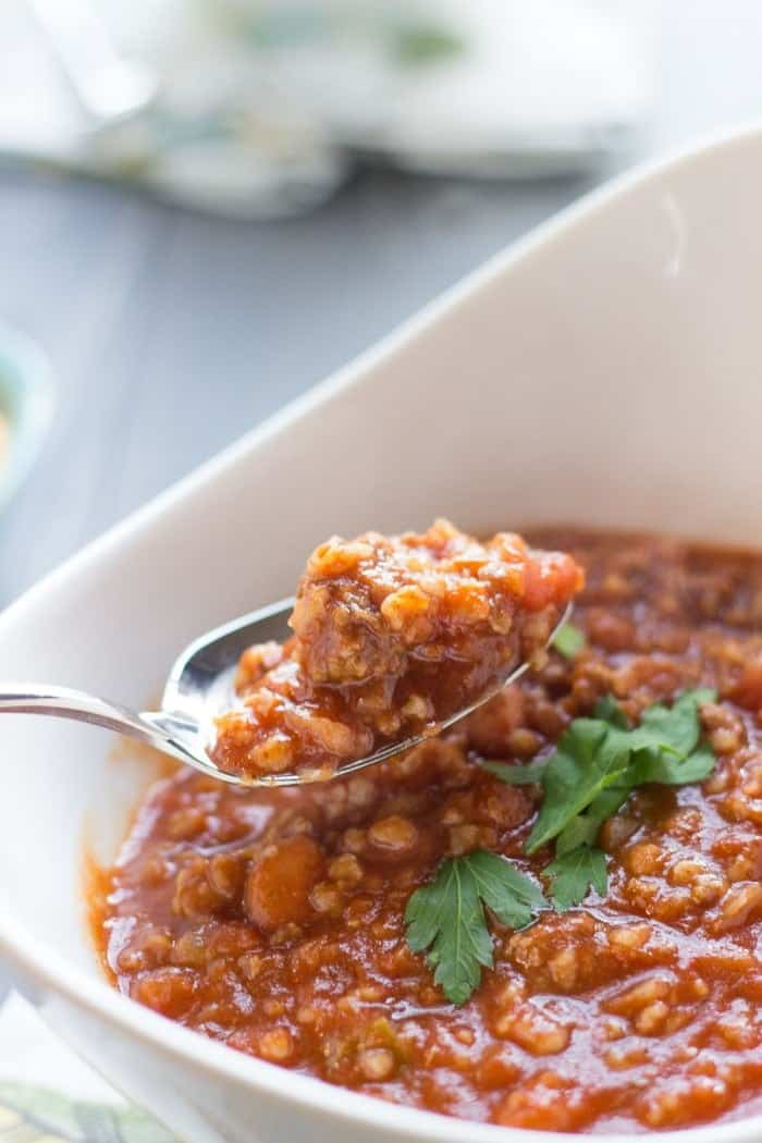 A simple homemade chili recipe with lots of beef, bulgur and a whole lot of flavor! lemonsforlulu.com