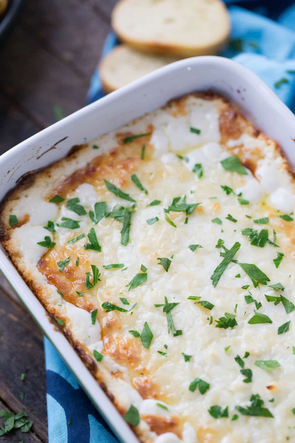 Raise your hand if garlic bread is your thing! This cheesy garlic bread dip is going to rock your world!