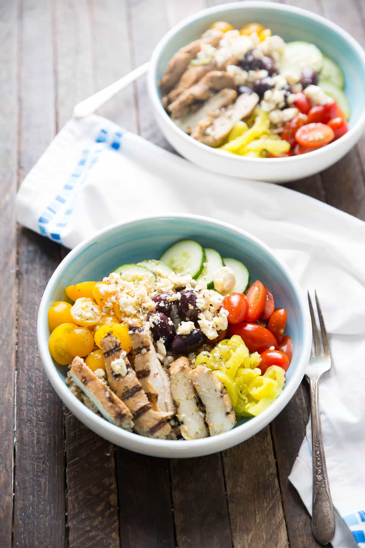 This Mediterranean Chicken bowl is both healthy and delicious! This light meal is quick and easy too! lemonsforlulu.com