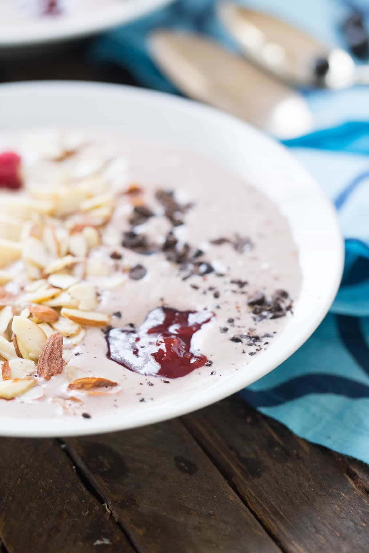 You need this smoothie bowl in your life! It is full of fresh flavors and a hint of mocha. It is such an easy recipe for breakfast!