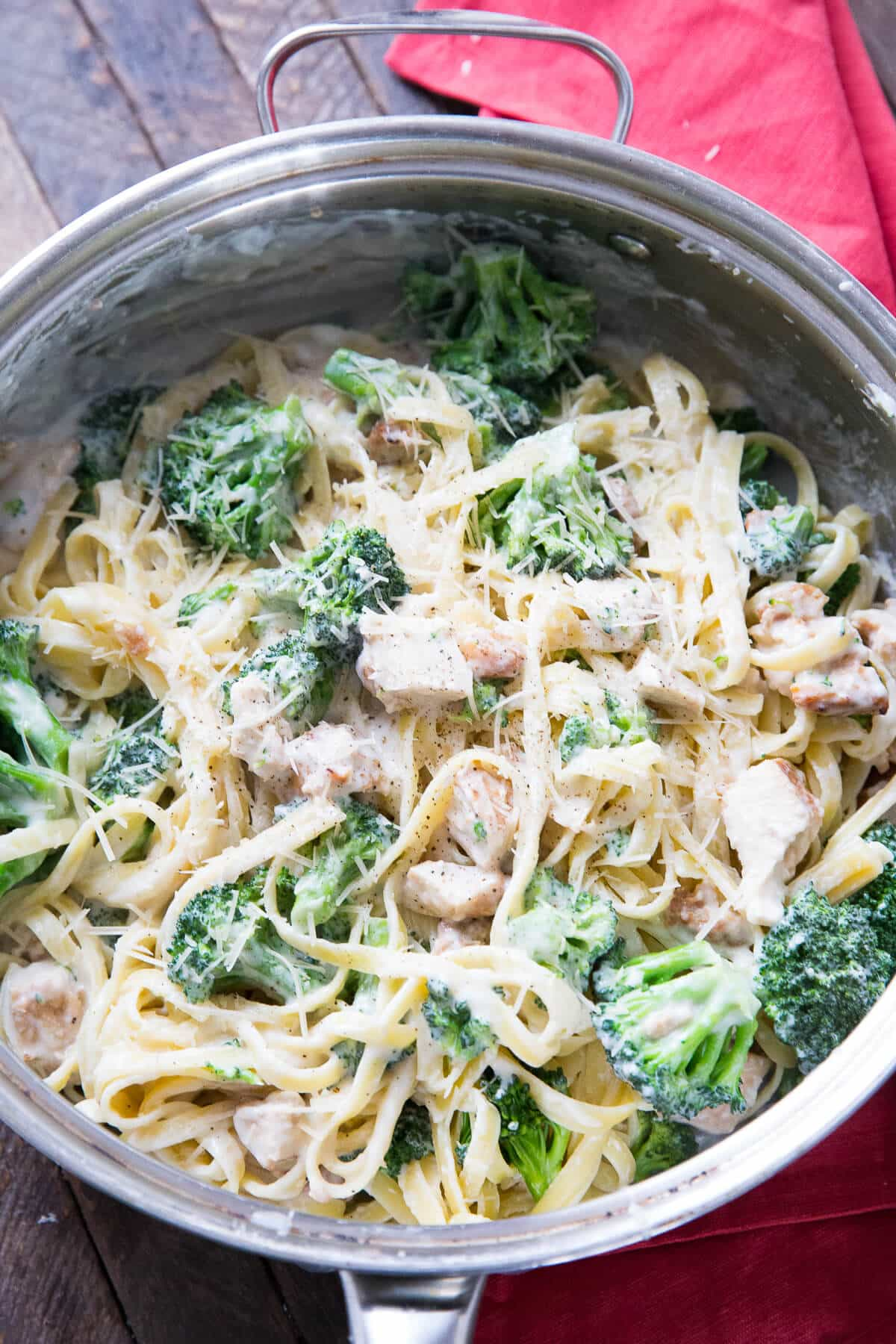 Chicken broccoli alfredo will please everyone in the family! it is simple, creamy and so delicious!