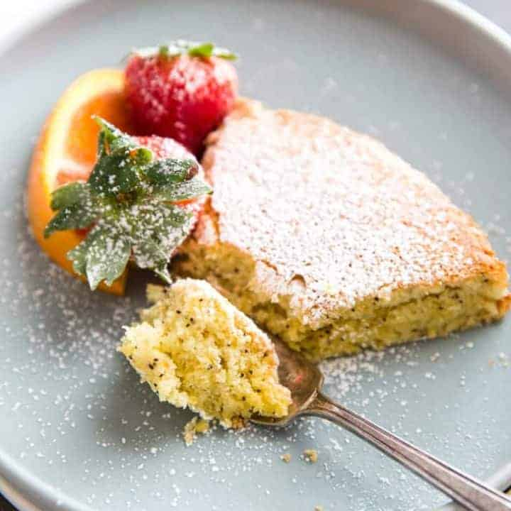 almond flour cake with bite